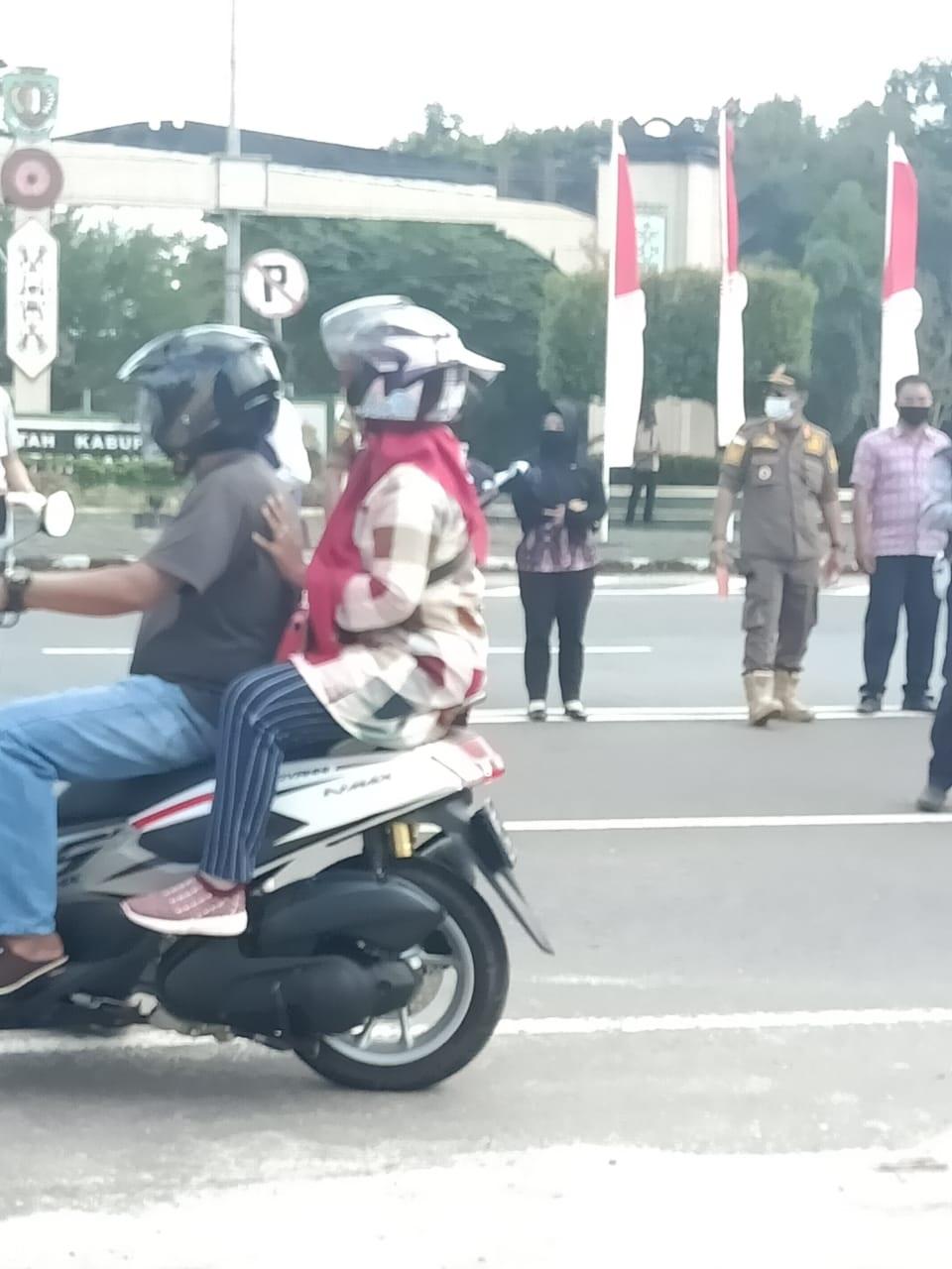 TNI, POLRI DAN SATPOL PP HADANG PENGENDARA, ADA APA? 2