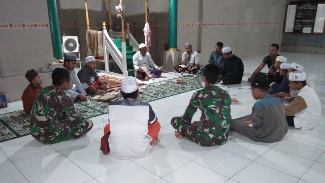 TERHARU DENGAN KEHADIRAN TNI 1