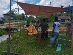 PRAJURIT TNI DI TMMD JUGA MEMBANTU DI DAPUR 4