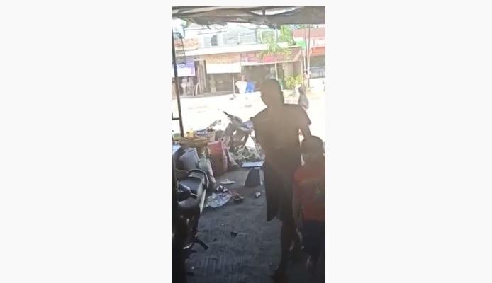 VIDEO PERAMPOKAN BERSENJATA DI TOKO EMAS PANGKALAN BANTENG KOBAR 1