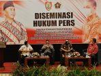 DUKUNG PROFESIONALITAS WARTAWAN, KABIDHUMAS BERIKAN MATERI DISEMINASI PERS 2