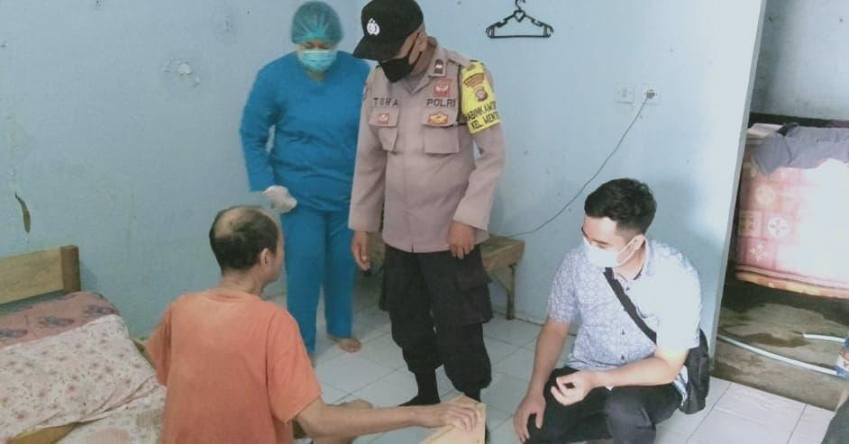 POLISI UNTUK MASYARAKAT, BHABINKAMTIBMAS MENTENG BANTU PENDERITA STROKE 1