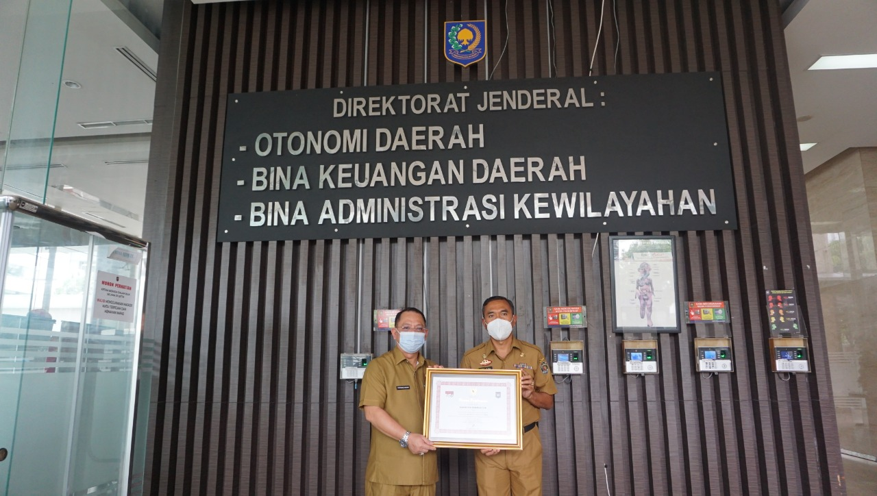 BERSAING DENGAN 415 KABUPATEN KOTA SE-INDONESIA, MAHULU RAIH PENGHARGAAN LPPD 2018 1