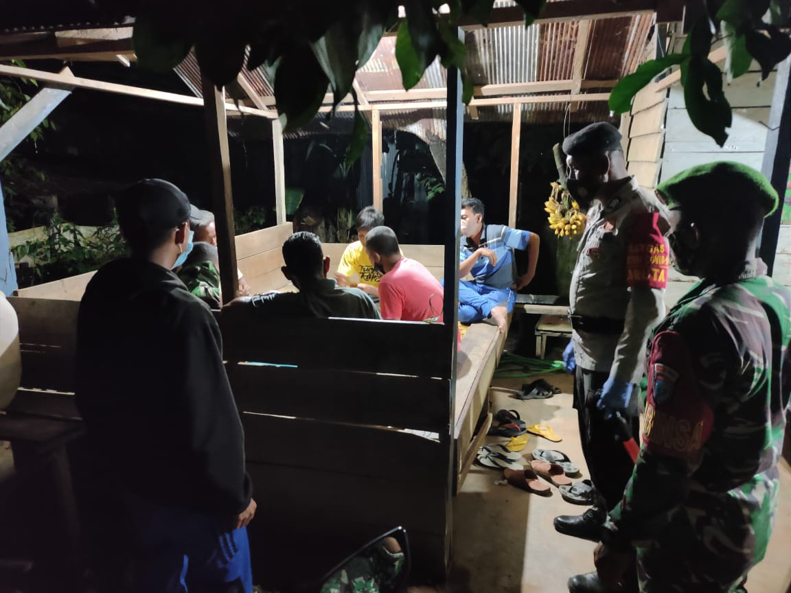 TIGA PILAR LAKSANAKAN OPERASI YUSTISI PADA MALAM HARI DI KELURAHAN PANGKUT 1