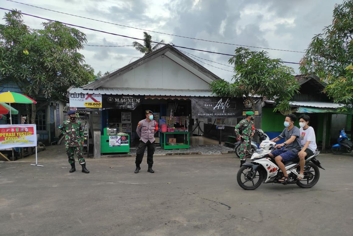 TINGKATKAN BERSAMA LAWAN COVID, POLSEK JELAI DAN TNI LAKSANAKAN OPS YUSTISI 1