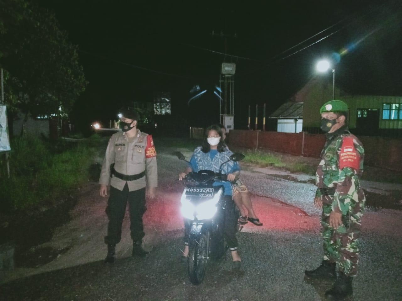 JAJARAN POLSEK TEWAH BERSINERGI BERSAMA TNI LAKSANAKAN OPERASI YUSTISI MALAM HARI 1