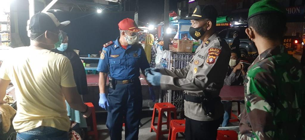 PROPAM POLRES KOBAR AKTIF DAMPINGI PERSONIL SATGAS GABUNGAN OPERASI YUSTISI MALAM HARI 1