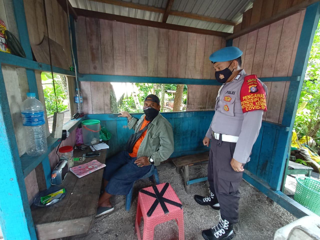 SAMBANGI PEMUKIMAN WARGA, PERSONEL POLSEK SEPANG BERIKAN SOSIALISASI TENTANG 3M 1