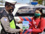 SATLANTAS POLRES GUMAS GENCAR TURUN HIMBAU WARGA DAN PENGENDARA PATUHI PROTOKOL KESEHATAN 2