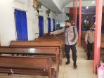 SINERGITAS TNI-POLRI DI KECAMATAN KAHUT LAKSANAKAN PENYEMPROTAN DISINFEKTAN DI GEREJA 7