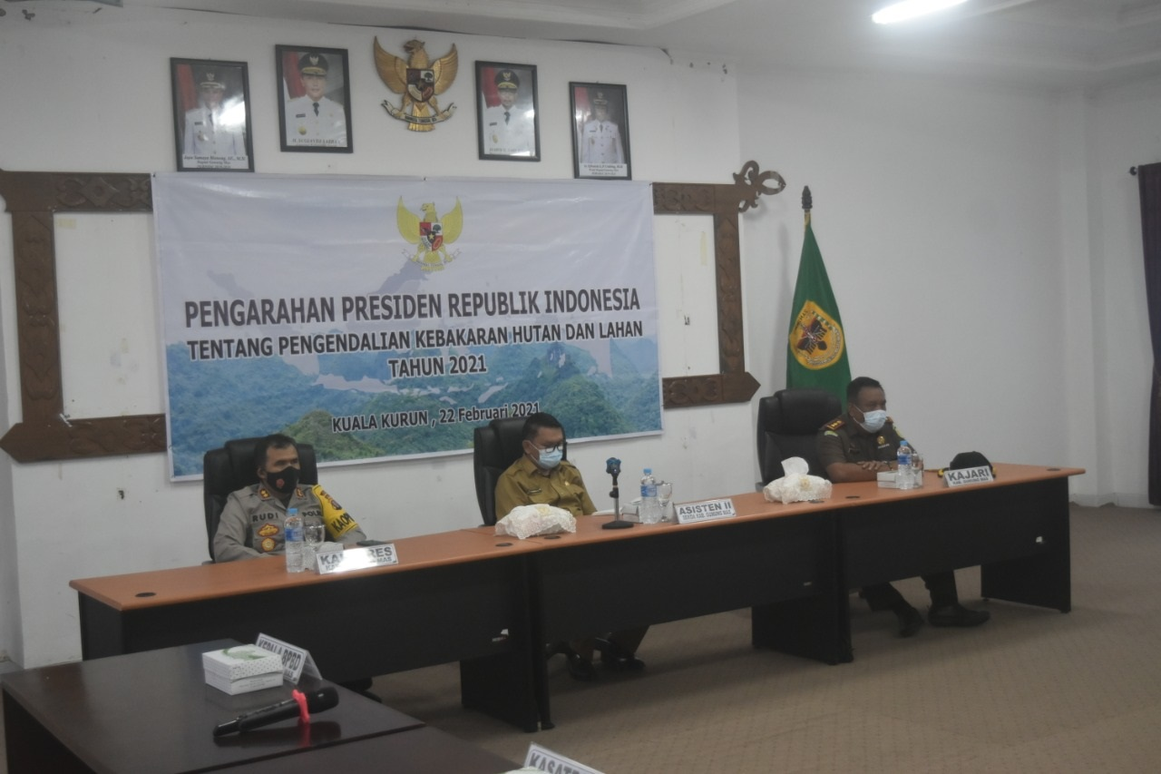 PEMKAB GUNUNG MAS IKUTI RAKORNAS KARHUTLA TAHUN 2021 SECARA VIRTUAL 2
