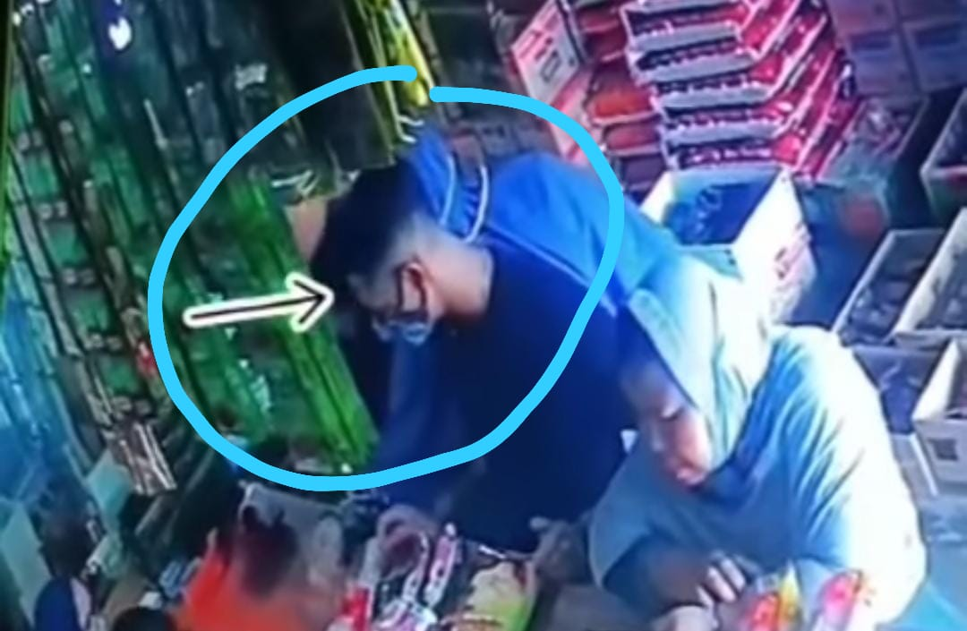 KOMPLOTAN PENCURI BARANG DITOKO SEMBAKO TEREKAM CCTV, BARANG CURIANNYA DITARUH DISELANGKANGAN 1