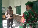 SINERGI BERSAMA TNI, POLSEK KUMAI SEMPROT DISINFEKTAN DI KORAMIL DAN KANTOR KECAMATAN 4