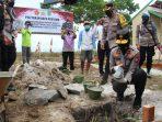 WAKAPOLDA KALTENG MELETAKKAN BATU PERTAMA PEMBANGUNAN RUMAH BHABIN DI SUNGAI CABANG BARAT 3