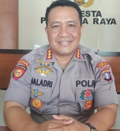 POLISI LAKUKAN PENGEJARAN TERHADAP PELAKU PENCURIAN DARI MOBIL KARYAWAN ALKES YANG TEREKAM CCTV 1