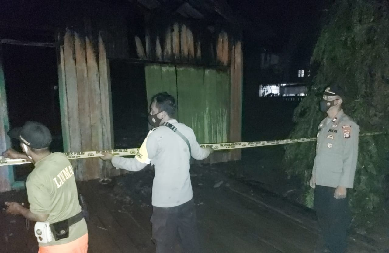 RUMAH MILIK PETUGAS DAMKAR TUMBANG SAMBA TERBAKAR, SEMPAT TERDENGAR LEDAKAN 2