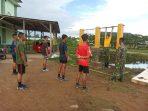 PELATIHAN SECARA MATERI DI BERIKAN KEPADA CASIS TNI AD OLEH YONKAV 12/BC 6
