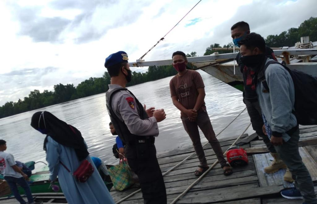 SAMBANGI MASYARAKAT SATPOLAIRUD POLRES SERUYAN MENGAJAK MASYARAKAT MENTAATI PROTOKOL KESEHATAN 1