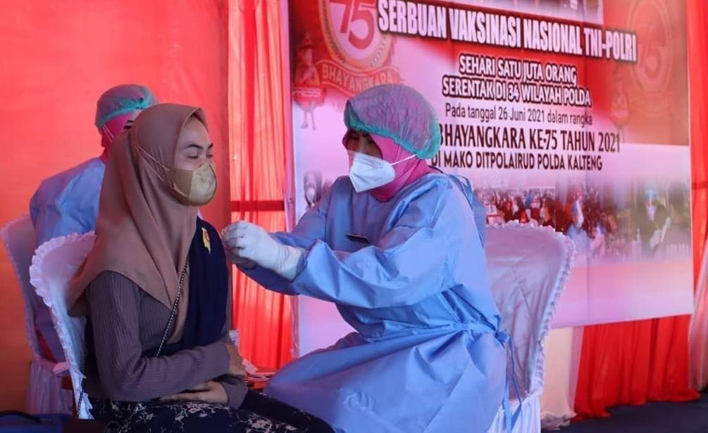 SERBUAN VAKSINASI MASSAL TNI-POLRI, KAPOLDA KALTENG TARGETKAN 11.175 ORANG MENERIMA DOSIS VAKSIN 2