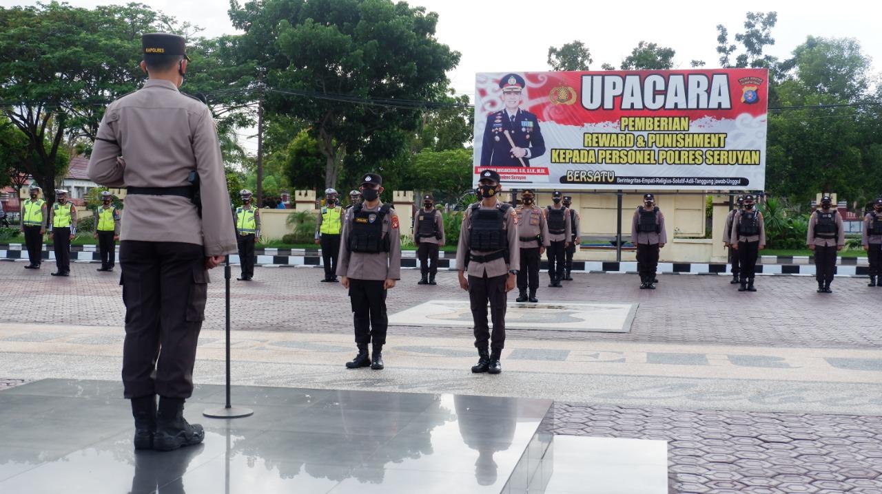 KAPOLRES SERUYAN PIMPIN UPACARA PEMBERIAN REWARD KEPADA PERSONEL POLRES SERUYAN 1