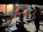 DIKIRA PINGSAN, WARGA SEBABI MEREGANG NYAWA DISEBUAH WARUNG 3