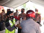 Targetkan Zona Hijau, Batalyon Vaksinator Rumkit Bhayangkara Layani Vaksinasi Drive Thru 2