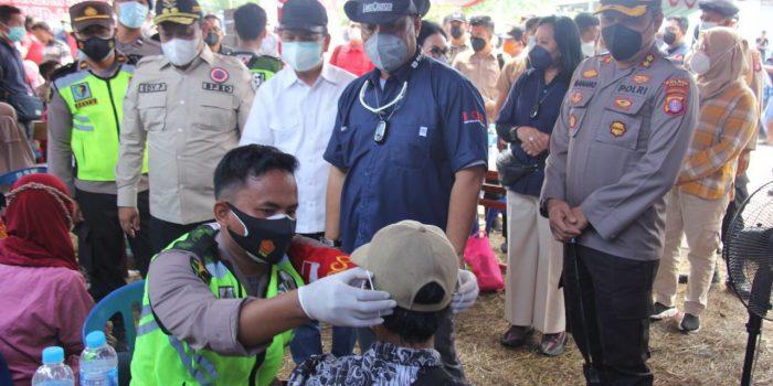 Kapolda Kalteng Bersama Wagub Tinjau Vaksinasi Serbuan Batalyon Vaksinator Polda Kalteng Di Mantangai 6